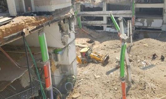Строительный кран рухнул на строение вТель-Авиве